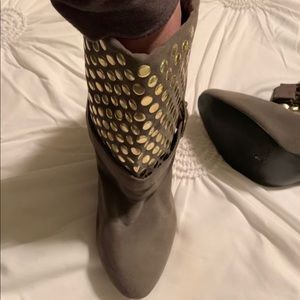 no brand Shoes - Tan shoes with gold studs